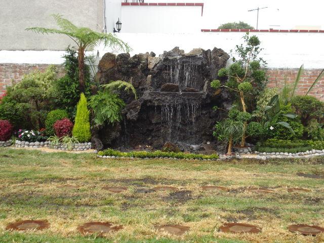Cascada de piedra volcanica jardineria xochimilco for Cascadas de piedra para jardin